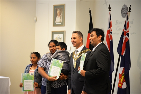 Citizenship_ceremony_with_Mayor_and_new_citizens_family